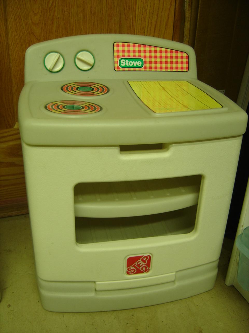 Step 2 vintage toddler kitchen set refrigerator stove oven for Kitchen stove set