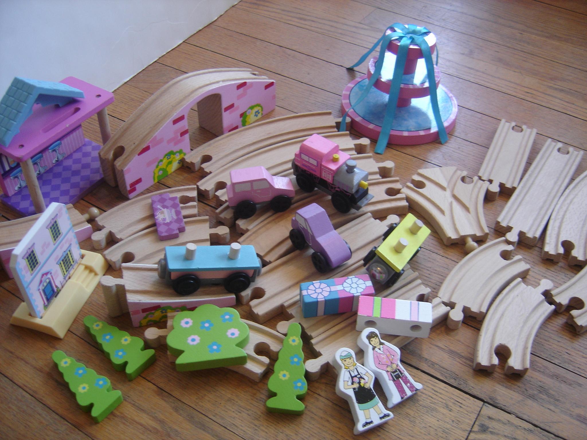 kidkraft wooden pink train track set ebay. Black Bedroom Furniture Sets. Home Design Ideas