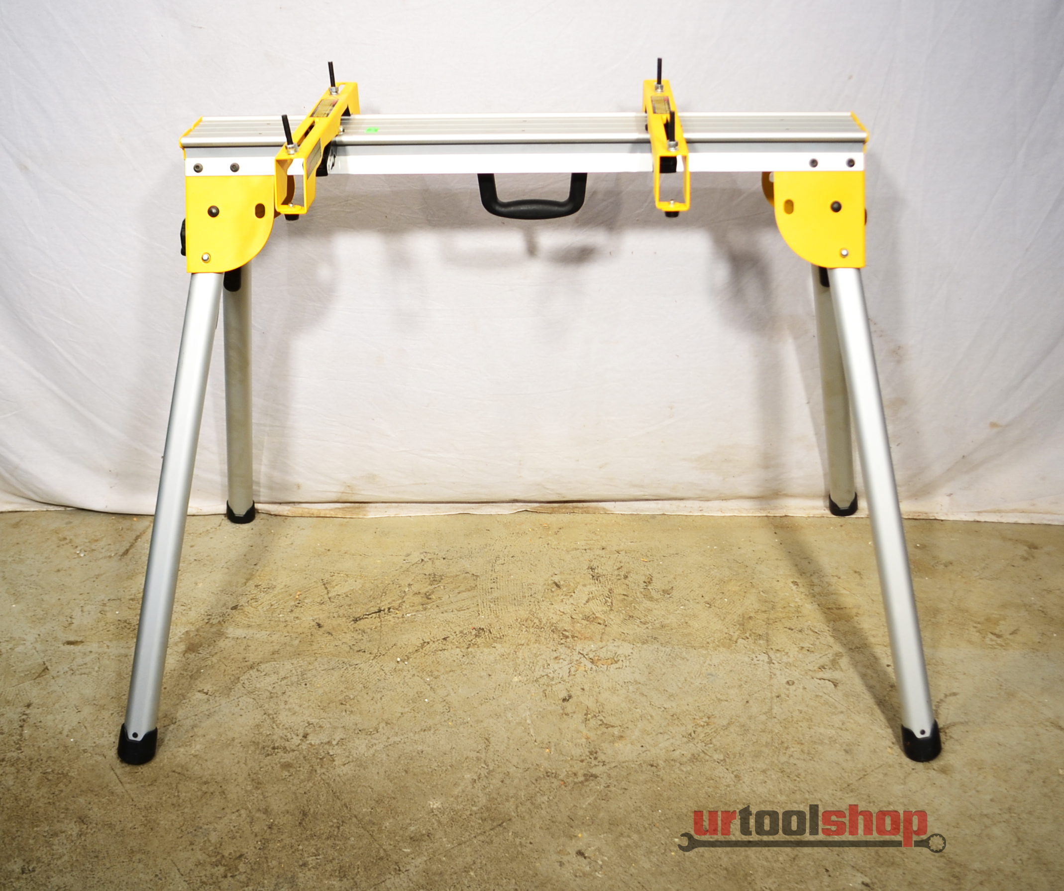 Dewalt Compact Work Stand Chop Table W Miter Saw Mounting
